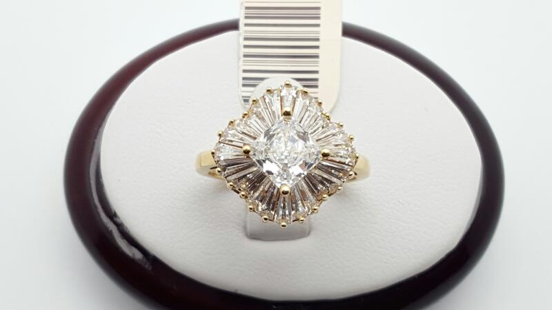 Lady's CZ Ring 10K Yellow Gold 2.6g Size:7.5