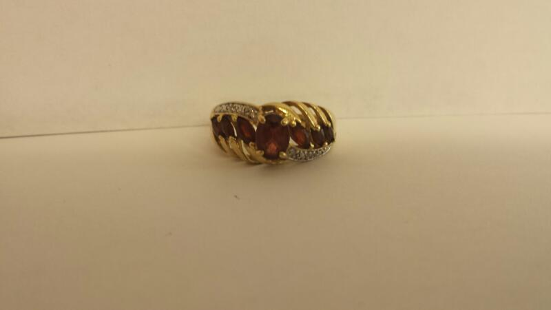 Red Stone Lady's Stone Ring 10K Yellow Gold 2.4dwt Size:6.5