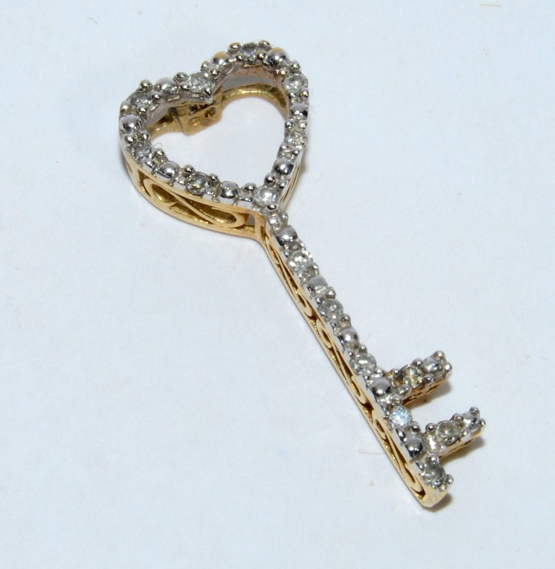 14K Yellow Gold Diamond Studded Filigree Accented Key To My Heart Slide Pendant
