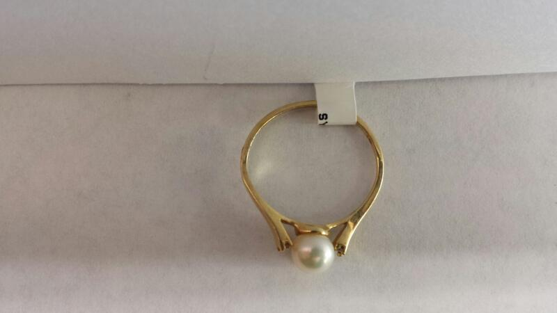 14k Yellow Gold Ring with 1 Pearl