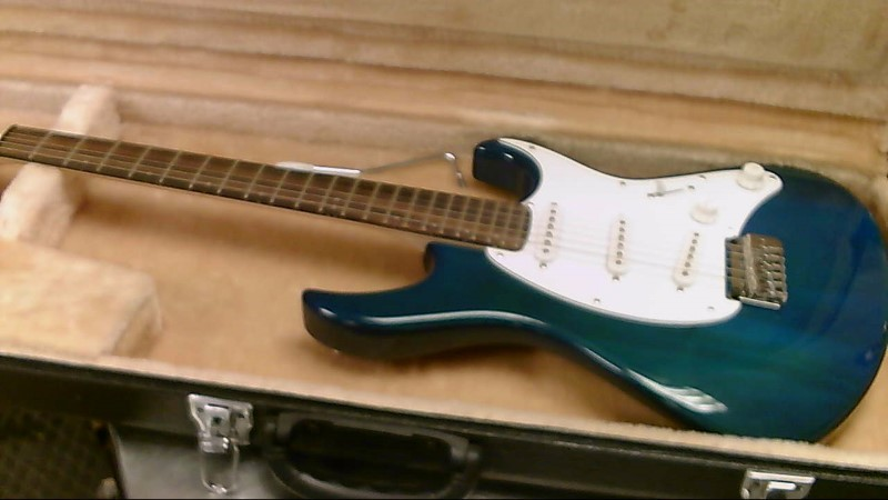 CORT ELECTRIC GUITAR START-STYLE G200