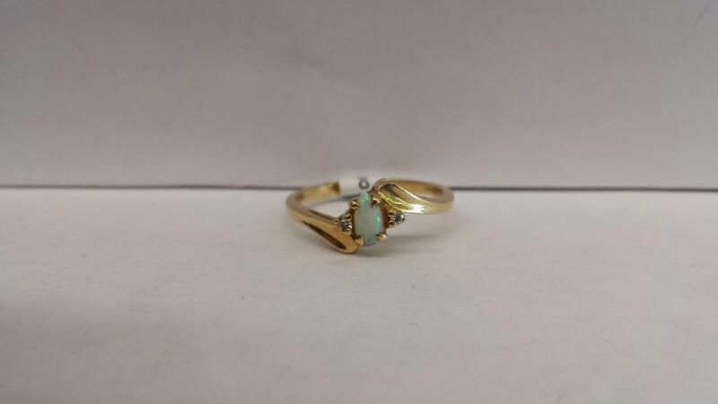 10k Yellow Gold Ring with 1 Opal and 2 Diamond Chips