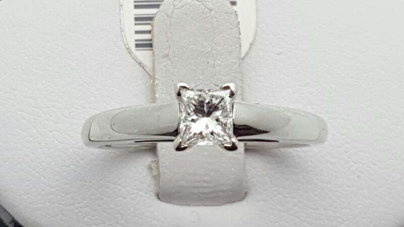 Lady's Diamond Engagement Ring .47 CT. 14K White Gold 4.9g Size:8.5