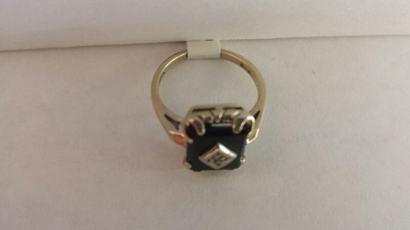 10K White Gold Ring with 1 Black Stone