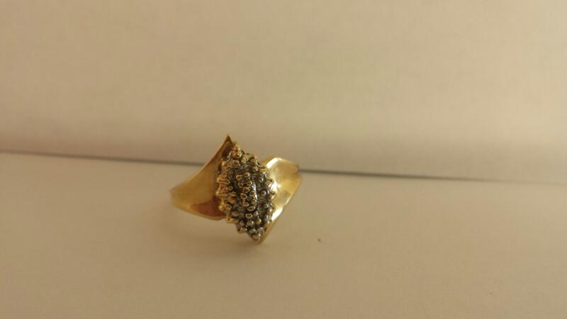 10k Yellow Gold Ring with 3 Diamond Chips