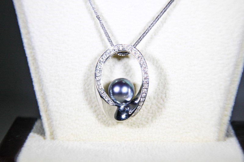 "20"" Synthetic Pearl Diamond & Stone Necklace 36 Diamonds .36 Carat T.W."