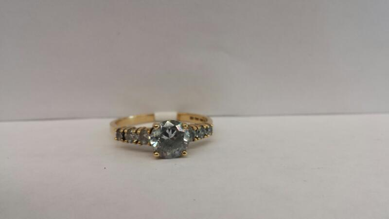 14k Yellow Gold Ring with 1 White Stone and 6 Stones