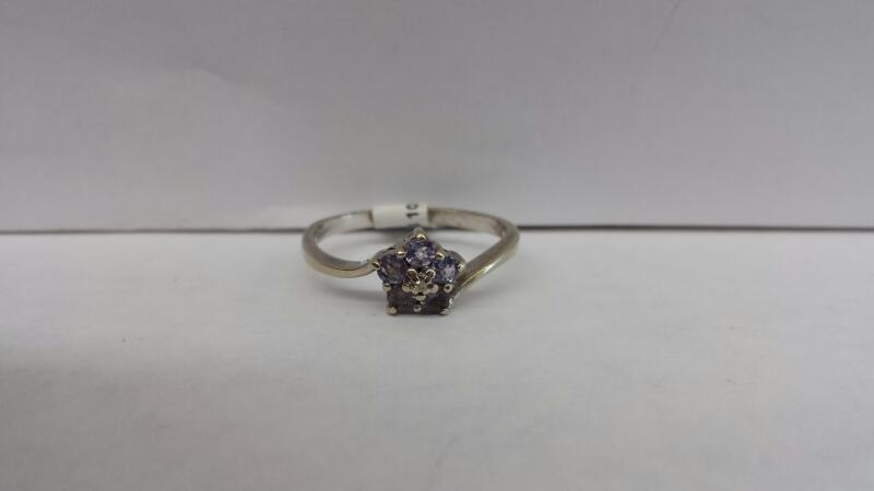 18k White Gold Ring with 5 Purple Stones and 1 Diamond Chip