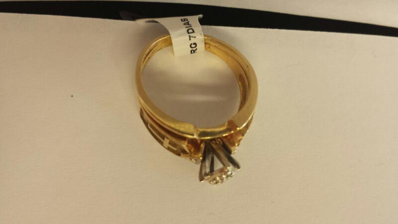 10k Yellow Gold Ring with 7 Diamond Chips with 2 Crosses on the Side