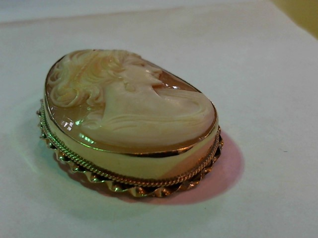 Gold Brooch 10K Yellow Gold 4g
