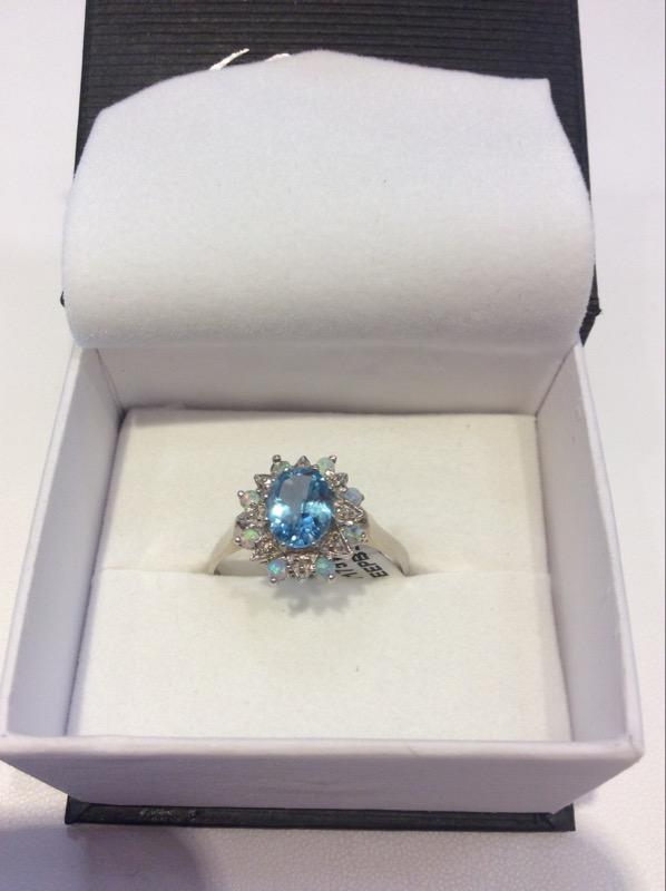 Lady's Gold Ring 10K White Gold 3.5g