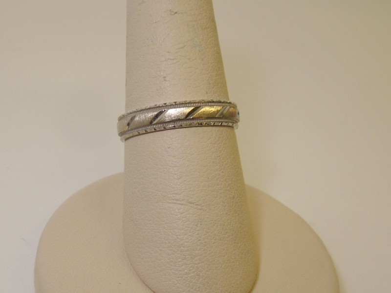 Lady's Gold Ring 14K White Gold 3g Size:7