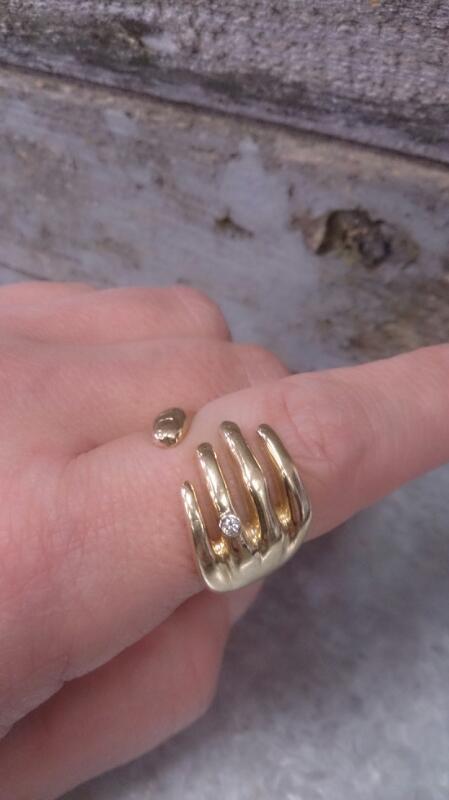 Gent's Diamond Fashion Ring .03 CT. 14K Yellow Gold 17.1g Size:10