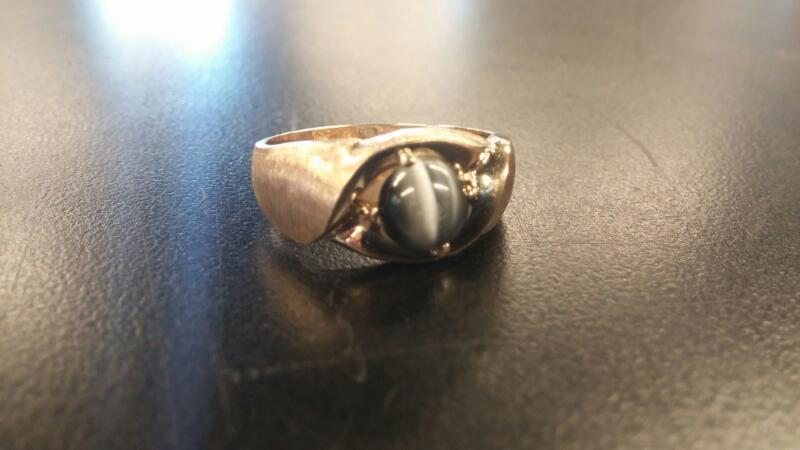 Gent's tiger eye Gold Ring 10K Yellow Gold 3.7dwt Size:10