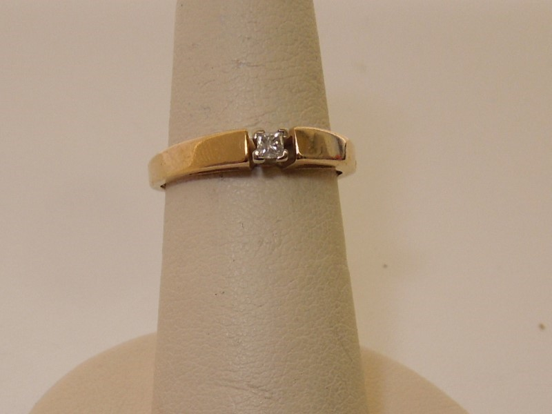 Lady's Diamond Solitaire Ring .12 CT. 10K Yellow Gold 1.8g