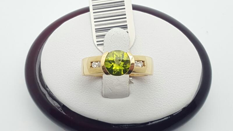 Peridot Lady's Stone & Diamond Ring 4 Diamonds .16 Carat T.W. 14K Yellow Gold