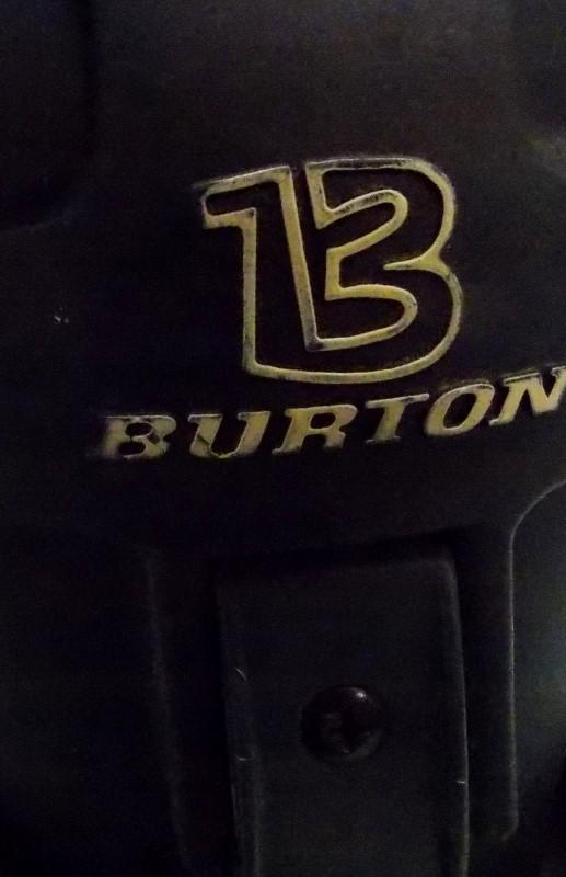 BURTON 45 SNOWBOARD S/N 104609631 WITH BURTON BINDINGS