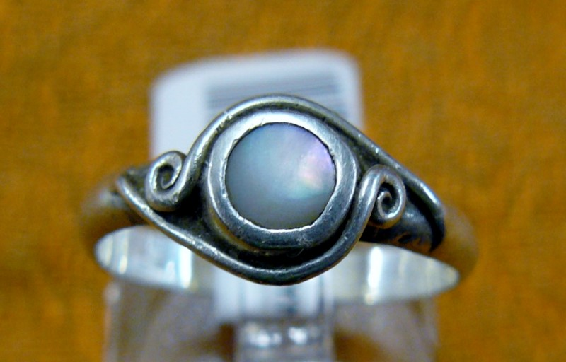 Synthetic Mother Of Pearl Lady's Silver & Stone Ring 925 Silver 1.5dwt Size:7