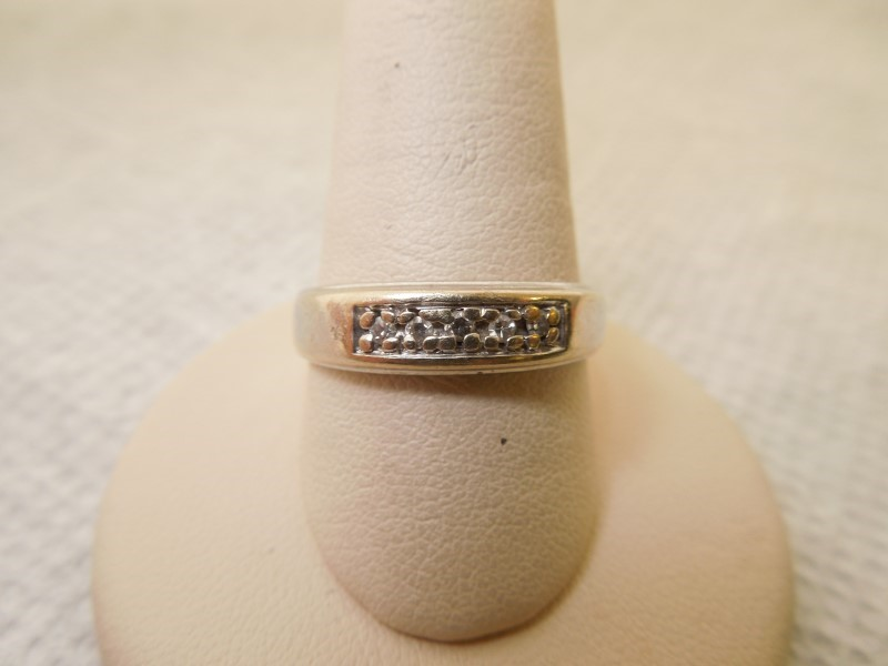 Gent's Gold-Diamond Wedding Band 5 Diamonds .05 Carat T.W. 14K White Gold 5.4g