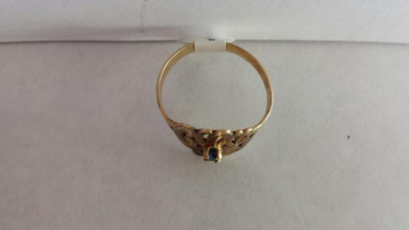 10k Yellow Gold Ring with 1 Blue Stone
