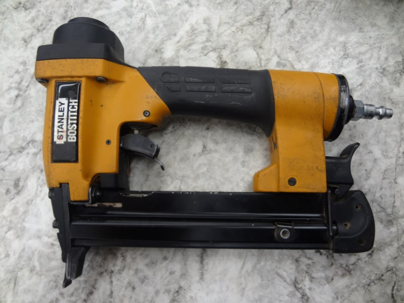 STANLEY BOSTITCH NAILERS & STAPLERS S32SX