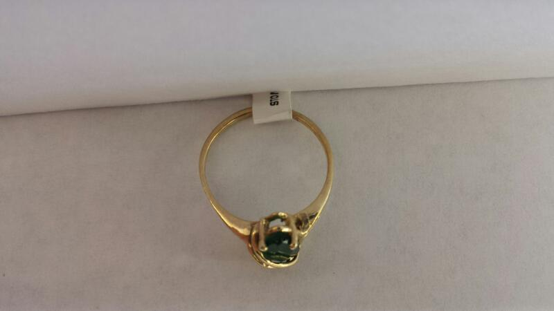 10k Yellow Gold Ring with 1 Green Oval Stone