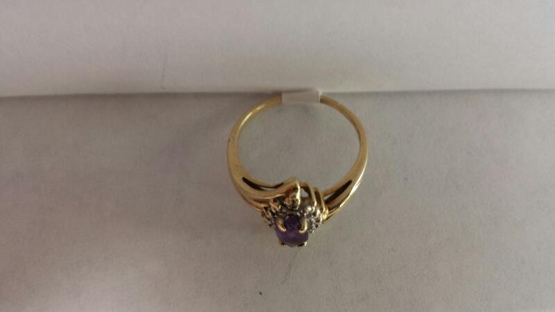10k Yellow Gold Ring with 1 Purple Stone and Diamond Chips