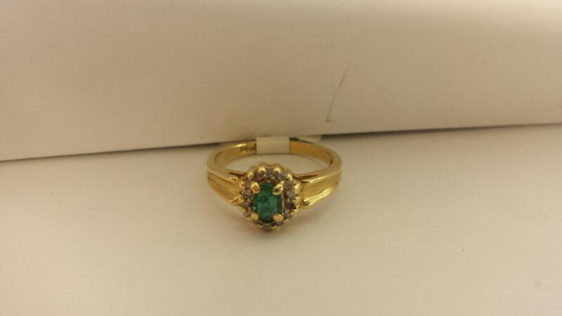 14k Yellow Gold Ring with 1 Green Stone