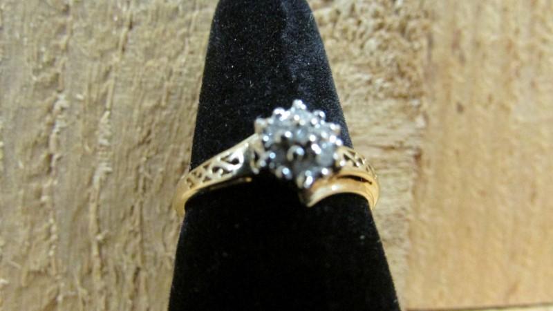 Lady's Diamond Cluster Ring 7 Diamonds 0.07 Carat T.W. 10K Yellow Gold 2.4g
