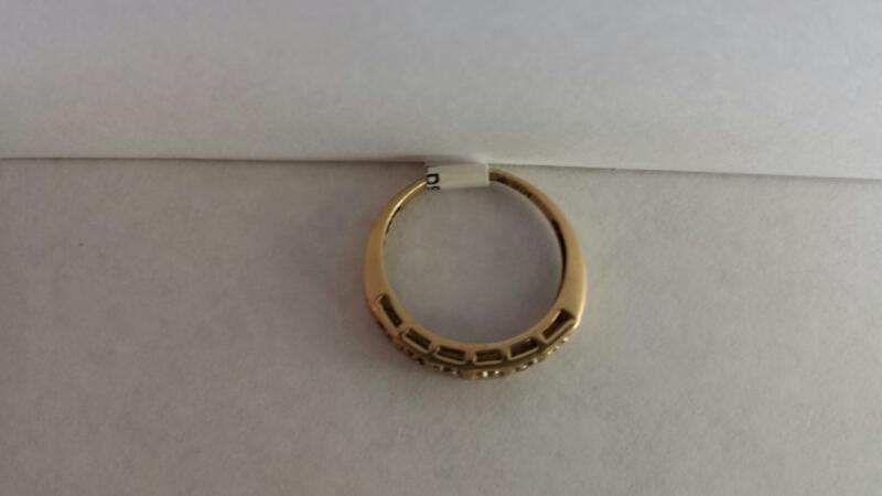 10k Yellow Gold Ring with 6 Diamond Chips