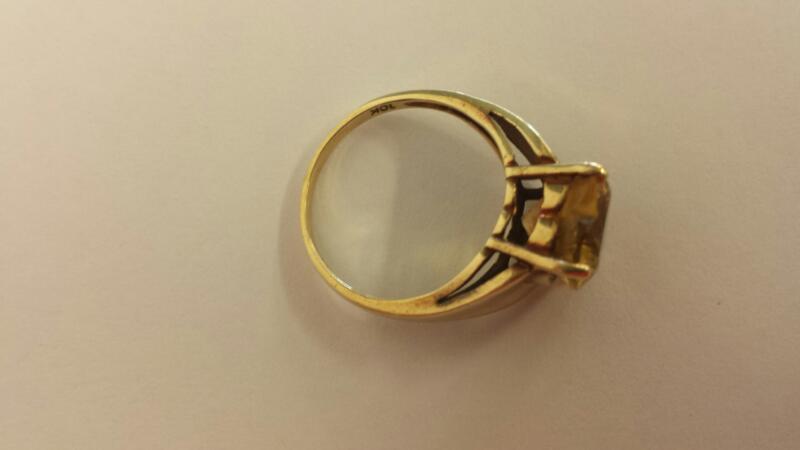 Yellow Stone Lady's Stone Ring 10K Yellow Gold 2.2dwt Size:7