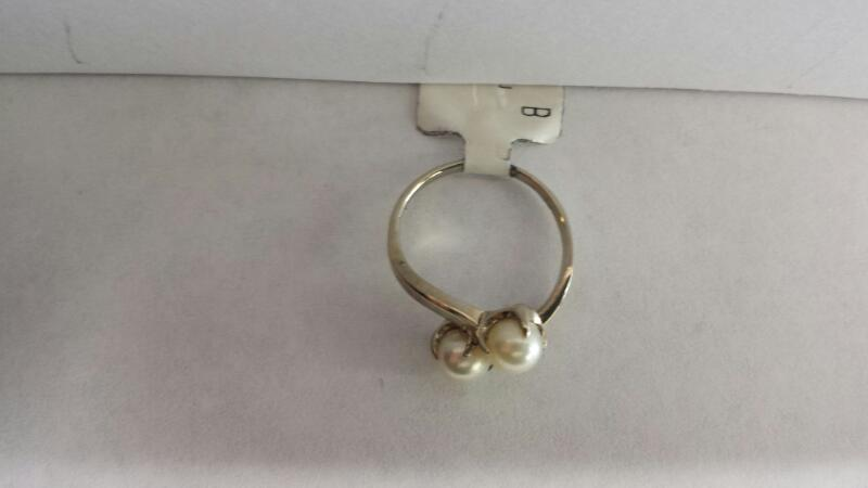 10k White Gold Ring with 2 Pearls