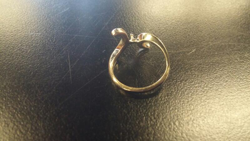 Lady's Gold Ring 14K Yellow Gold 1.3dwt Size:5.5