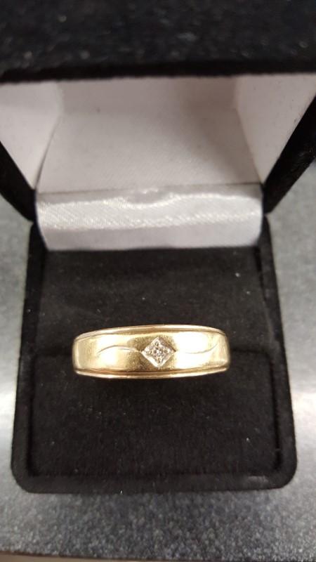 Gent's Diamond Fashion Ring .03 CT. 14K Yellow Gold 4.3g Size:12