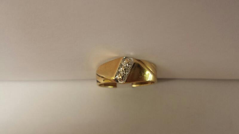 14k Yellow Gold Ring with 3 Diamond Chips