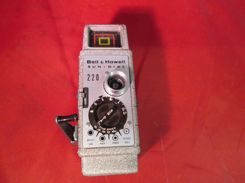 BELL & HOWELL Vintage Movie camera SUN DIAL 220