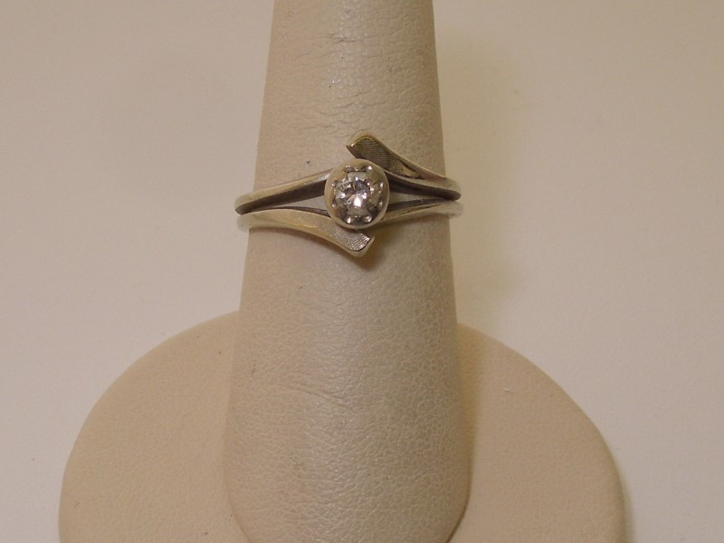 Lady's Diamond Solitaire Ring .16 CT. 14K White Gold 3.4g