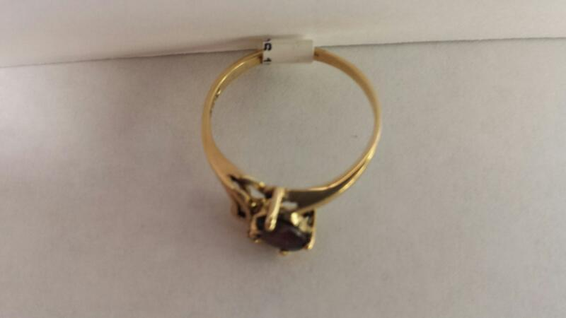 10k Yellow Gold Ring with 1 Stone