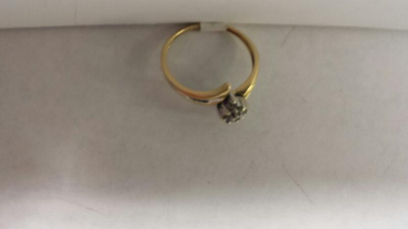 10k Yellow Gold Ring with 9 Diamond Chips