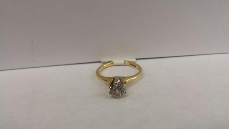 14k Yellow Gold Ring with 1 Clear Stone