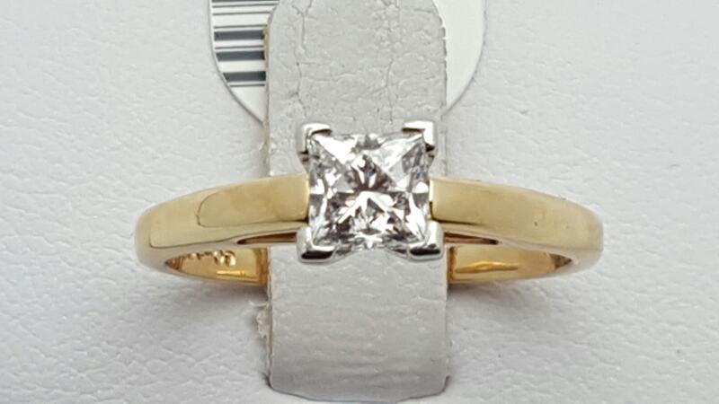 Lady's Diamond Solitaire Ring .76 CT. 14K Yellow Gold 3.7g Size:7.8
