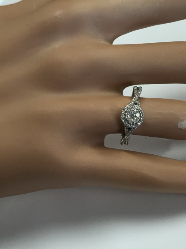 DIAMOND HALO ENGAGEMENT RING, 10K WHITE GOLD, SIZE 6.75