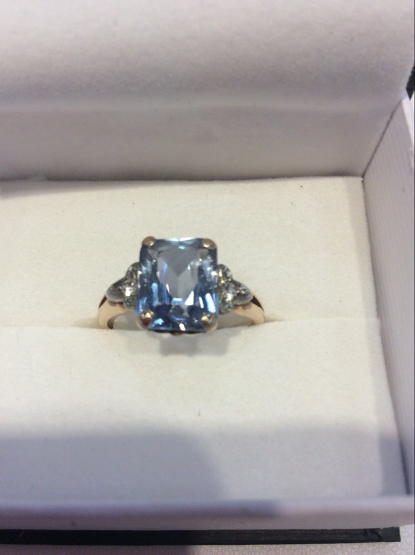 Lady's Gold blue topaz Ring 10K Yellow Gold 2.6g
