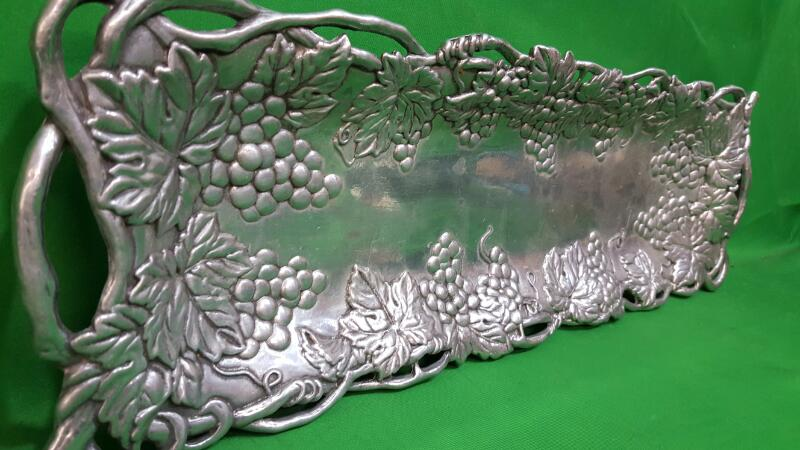 """AArthur Court Tray Platter Grapes Ivy w/Handles 19"""" x 5 3/4"""""""