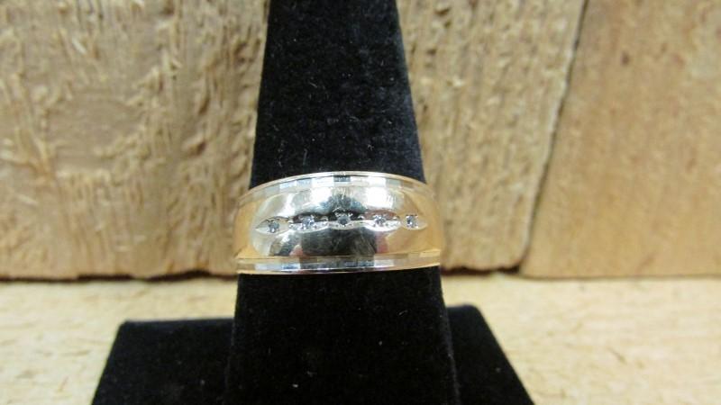 Gent's Diamond Fashion Ring 5 Diamonds 0.05 Carat T.W. 14K 2 Tone Gold 4.4g Size