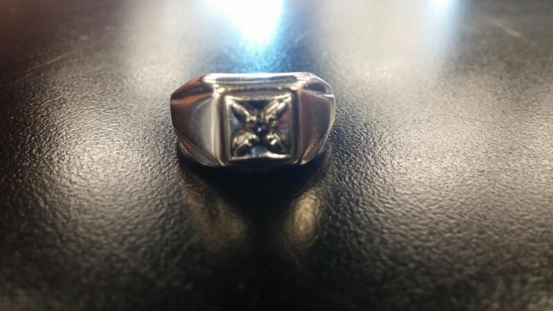 Gent's Diamond Fashion Ring .05 CT. 10K Yellow Gold 3.5dwt Size:9