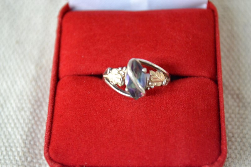 Purple Stone Lady's Silver & Stone Ring 925 Silver 2.3g. Size 6.
