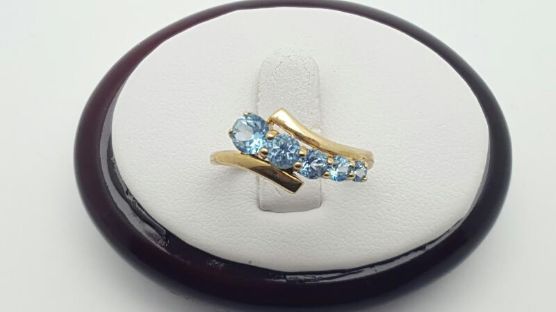 Blue Topaz Lady's Stone Ring 10K Yellow Gold 2.1g