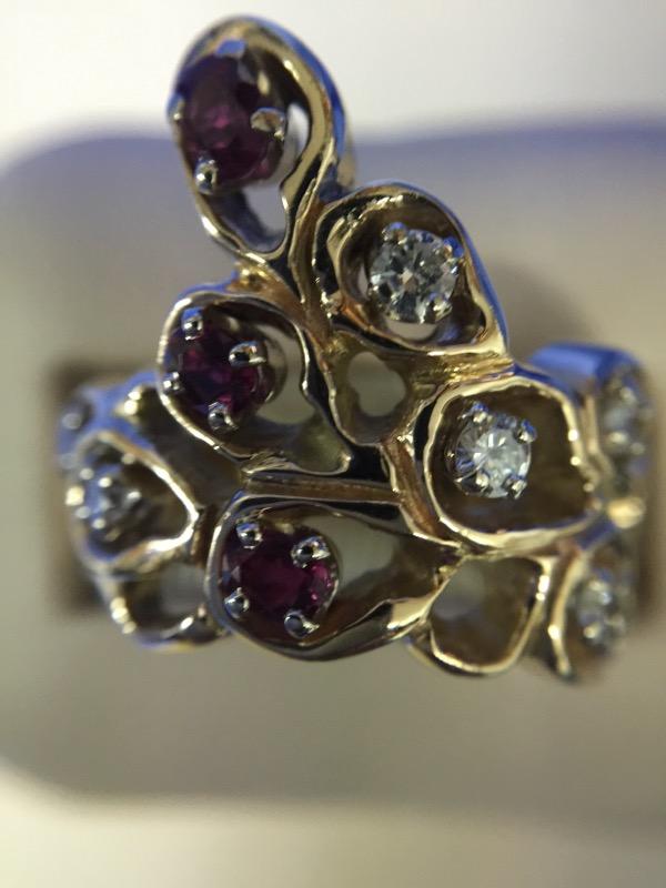 Synthetic Ruby Lady's Stone & Diamond Ring 6 Diamonds .30 Carat T.W.