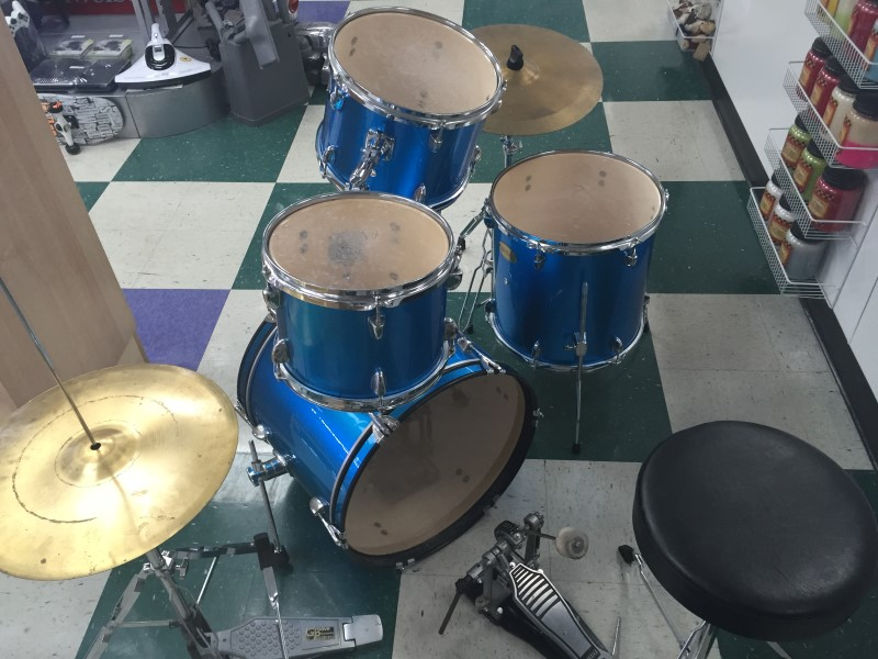 GROOVE PERCUSSION 5 PIECE DRUM SET *NEEDS HARDWARE PLEASE READ*